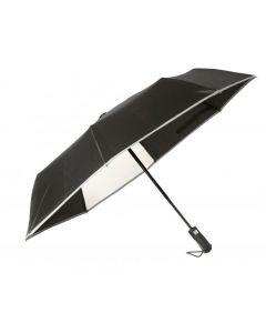 Heijastava sateenvarjo ikkunalla